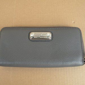 MARC BY MARC JACOBS ZIP AROUND LEATHER WALLET